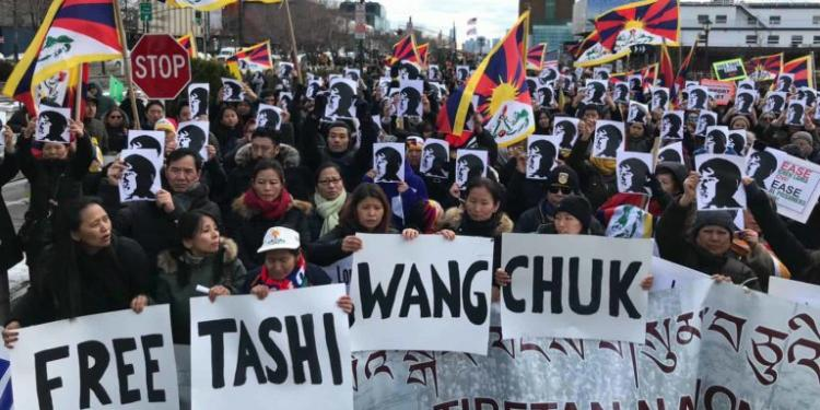 L'exili tibetà es manifesta per l'alliberament de l'activista lingüístic Tashi Wangchuk.